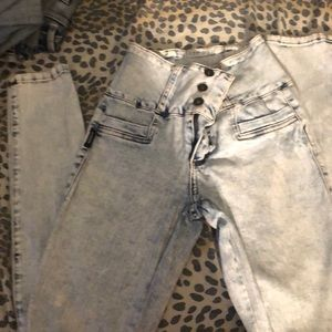 Very cute high waist jeans no back pockets